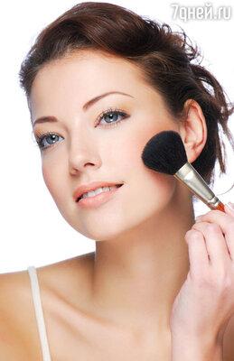 Общая цветовая гамма на лице в тенях и румянах – персиковая или нежно-розовая. Даже если вы такими цветами не пользуетесь в обычной жизни