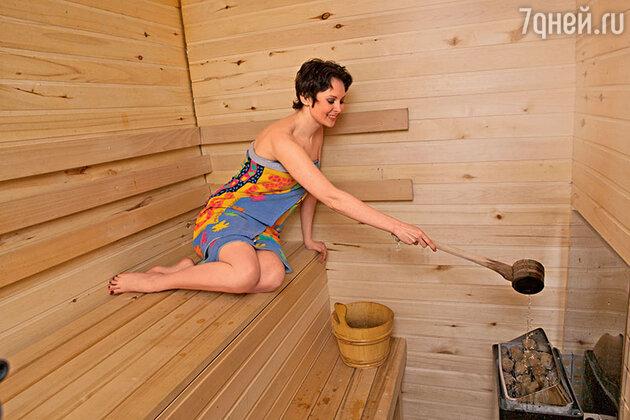 «Предотвратить появление целлюлита мне помогает массаж и финская баня. Я не даю «апельсиновой корке» ни единого шанса!»