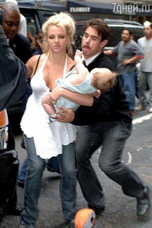 Бритни Спирс чуть не уронила сына