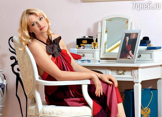 На Светлане платье Marc Jacobs (ТД «ЦУМ»)