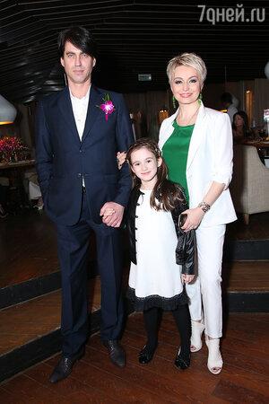 Катя Лель с супругом Игорем и дочерью Эмилией