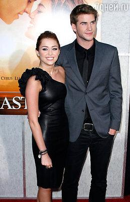 Лайам объявил, что собирается жениться  на своей подружке Майли Сайрус. Да обоим же  чуть за двадцать, какая из них семья?!