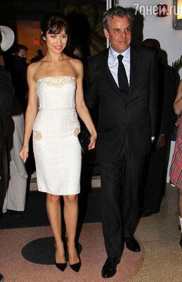 Со своим нынешним бойфрендом актером Дэнни Хьюстоном навечеринке после церемонии «Золотой глобус» в Беверли-Хиллз. Январь 2013 г.