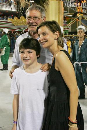 Харрисон Форд с женой Калистой Флокхард и сыном Лиэмом