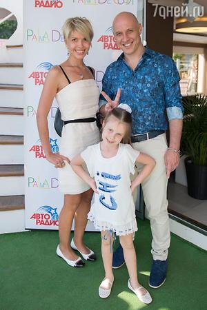 Денис Майданов  с женой Наташей и дочкой Владой