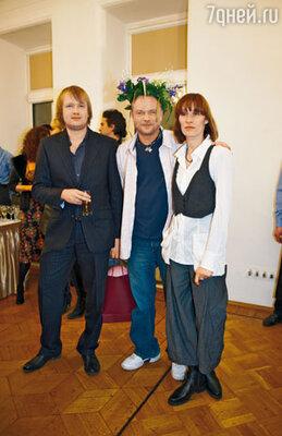 Юбиляр с женой Светланой и сыном Дмитрием