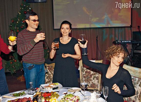 Егор Бероев с женой Ксенией Алферовой и тренером Марией Орловой