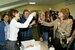 Продюсер сериала Надежда Соловьева поздравляет главную героиню с днем рождения. Москва, 19 мая 2005г.