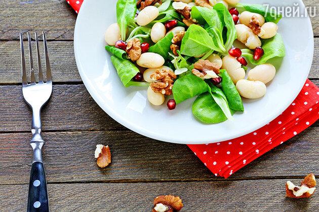 Салаты с арахисом, фундуком и миндалем: вкусные и богатые витаминами ореховые блюда