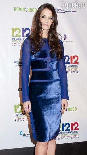 Кэти Холмс в платье от Tom Ford на благотворительном вечере «12-12-12» в 2012 году