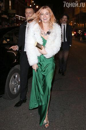 ������ ������ (Sienna Miller) �� ��������� British Fashion Awards 2013