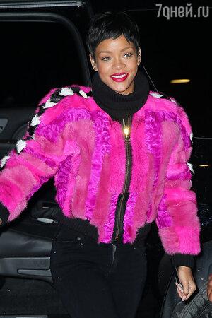 Рианна (Rihanna) в Нью-Йорке, декабрь 2013 года