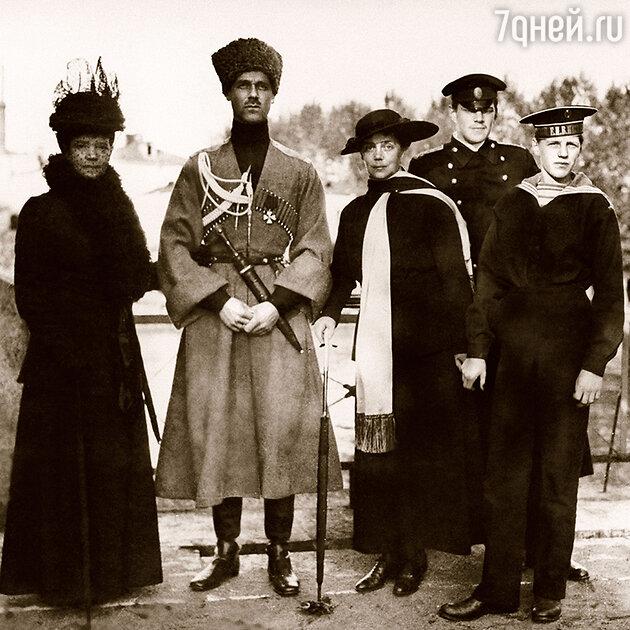 Императрица Мария Федоровна (на фото с сыном Михаилом и дочерью Ксенией)