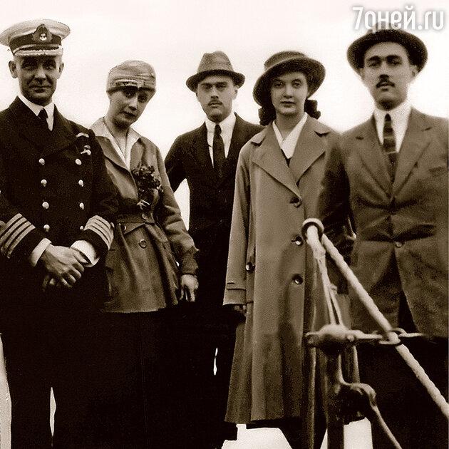 Наталья Вульферт (вторая слева)