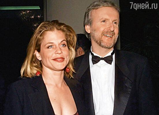Линда прямо из рук Кэтрин перехватила добычу и увела у нее мужа (Джеймс Кэмерон и Линда Хэмилтон. Беверли-Хиллз, 1998 г.)