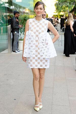 Марион Котийяр в платье от Christian Dior