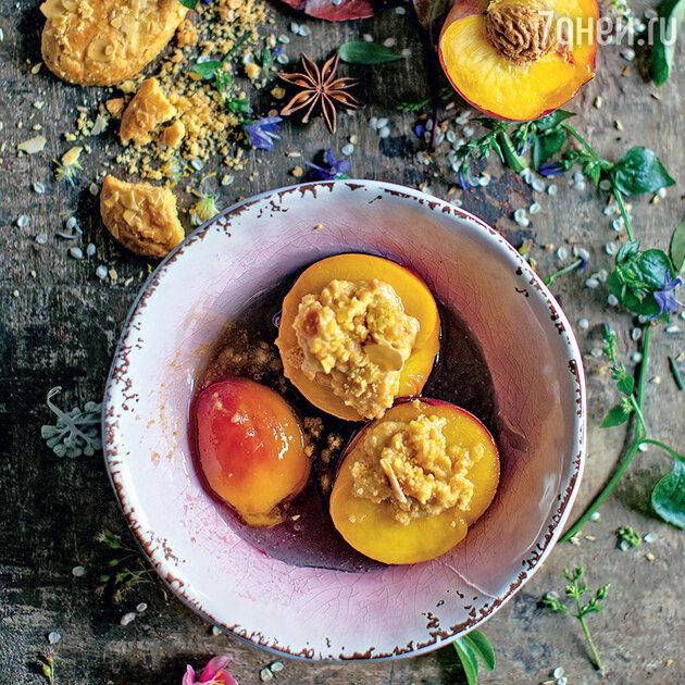 Персики с миндальным печеньем