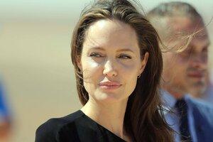 ВИДЕО: Анджелина Джоли накормила своих детей тарантулами в прямом эфире