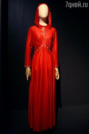 В этом платье Татьяна Анциферова вместе со Львом Лещенко пела песню «До свидания, Москва» на закрытии Олимпиады-80