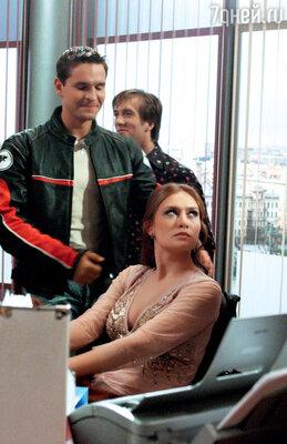 Виктор Добронравов в сериале «Не родись красивой» (с Марией Машковой и Петром Красиловым)