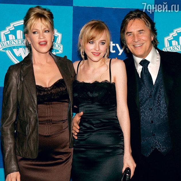 Дакота с матерью Мелани Гриффит и отцом Доном Джонсоном