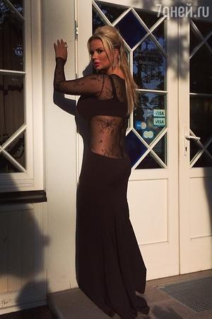 Анна Семенович в платье от Bella Potemkina на закрытии конкурса «Новая Волна 2014»