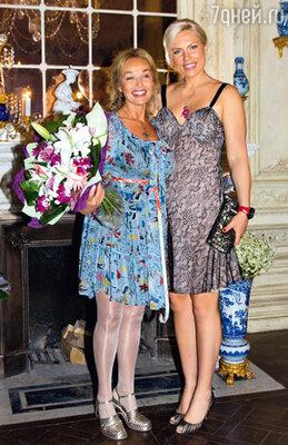 С подругой — чемпионкой мира побоксу и кикбоксингу Натальей Рагозиной