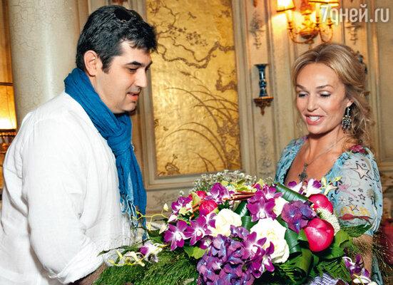 С другом — бизнесменом Алексеем Хамидулиным, который организовал Наталье этот праздник