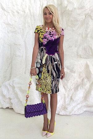 Яна Рудковская в платье от Mary Katrantzou, с сумочкой от М Missoni и туфлях от Christian Dior