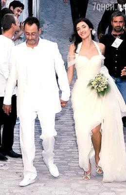 На свадьбе с нынешней женой Рено Зофией Борукой свидетелями были Николя Саркози и Джонни Холлидей. Июль 2006 г.