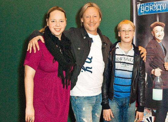 Дмитрий Харатьян с дочерью Александрой и сыном Иваном