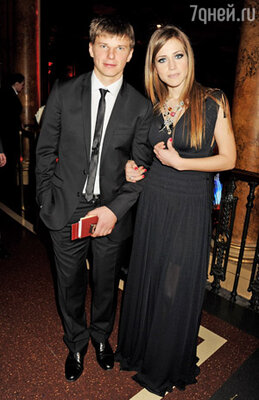 Футболист клуба «Арсенал» Андрей Аршавин с женой