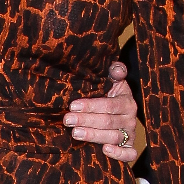 Робин Райт показала свое обручальное кольцо