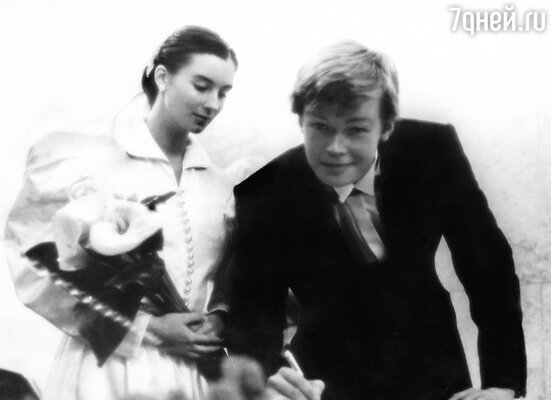 «В 16 лет Саша первый раз предложил мне руку и сердце». На свадебной церемонии. 1987 г.