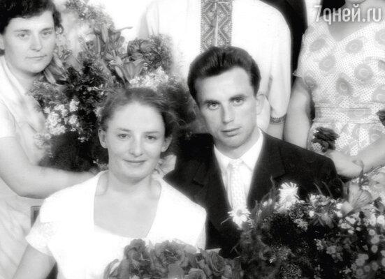 «Папа ушел из жизни, когда мне было 6 лет, и мама в 36 лет осталась одна с двумя детьми». Валентина Яковлевна и Владимир Илларионович. 1968 г.