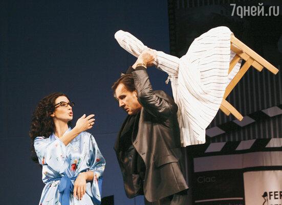 «Перед премьерой я надела корсет, напилась анальгетиков и... вышла на сцену» С Игорем Лагутиным в спектакле «Сыновья его любовницы»