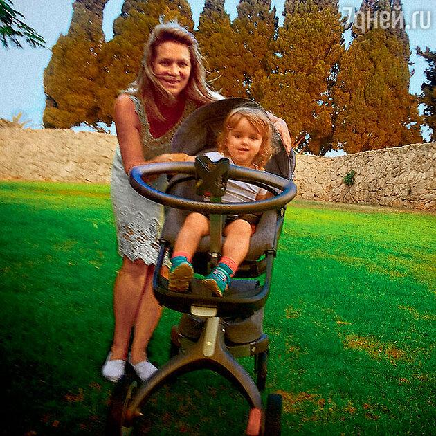 Виктория Макарская с дочкой Машей