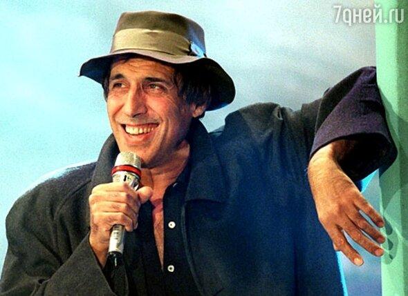 Адриано Челентано получил прозвище, в переводе с итальянского звучащее «На пружинах»