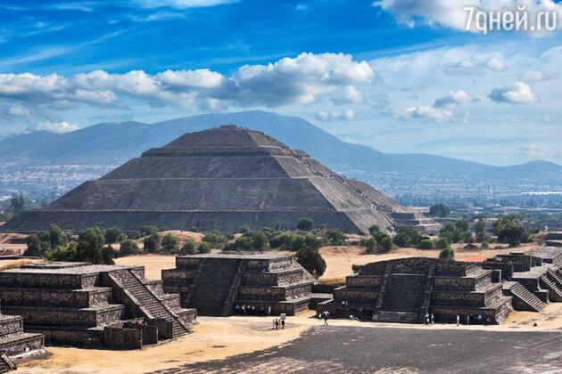 Пирамида солнца в окрестностях Мехико Сити