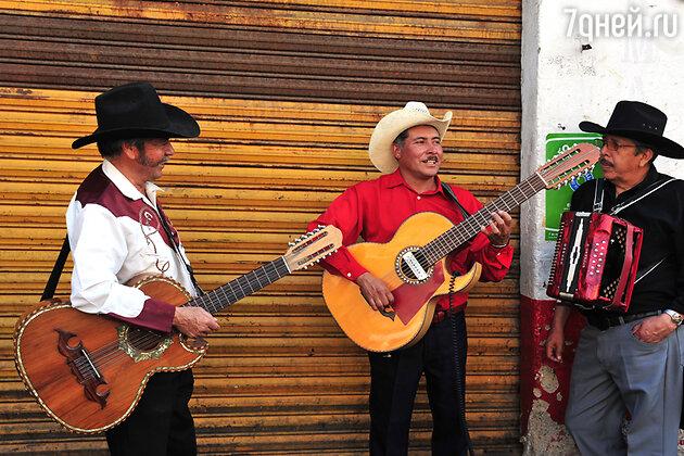Марьячос — уличные музыканты, Мехико