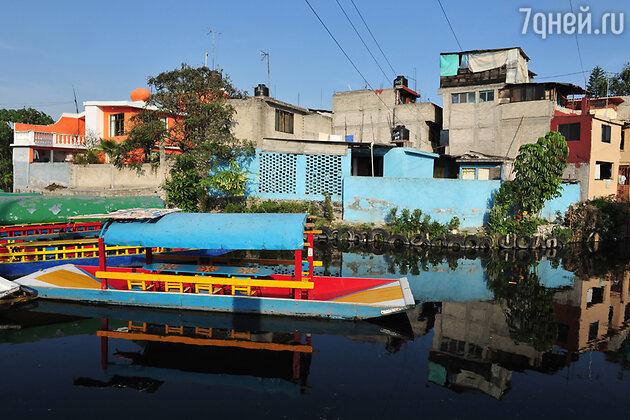 Плавучие сады Сочимилько в окрестностях Мехико