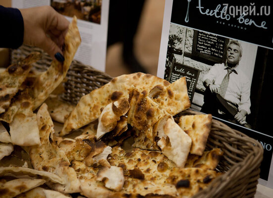 Поклонники итальянской кухни смогли практически своими глазами увидеть, как выпекается тосканский хлеб