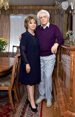 Олег Александрович с женой Лионеллой в своей московской квартире