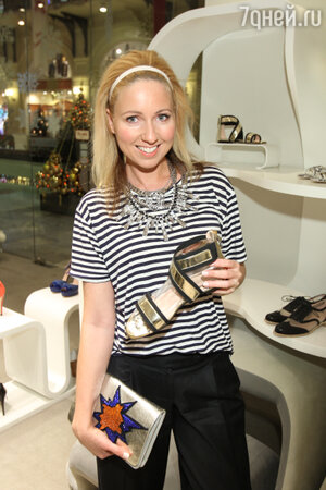 Дарья Субботина на  презентации весенне-летней коллекции обуви