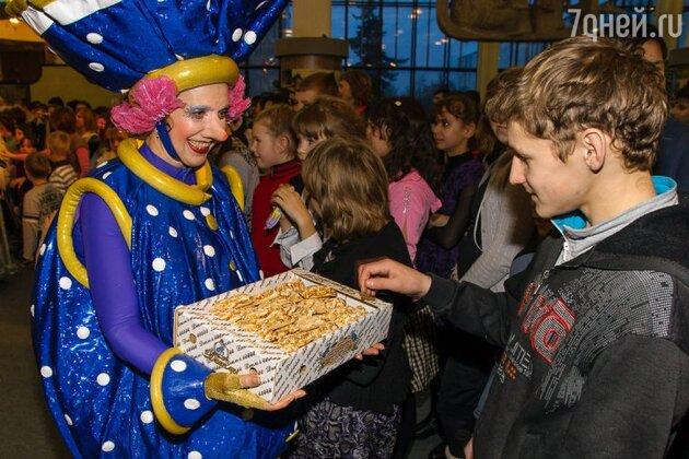 Артисты детского театра «Чудаки», которые развлекали детей на протяжении всего вечера