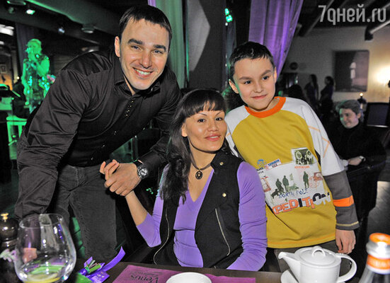 Кирилл Андреев с женой и сыном
