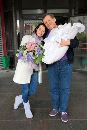 Борис Грачевский и Анна Панасенко с новорожденной Василисой