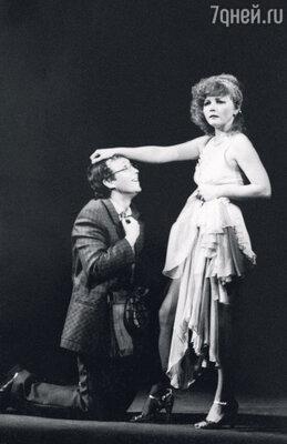 С мужем в спектакле Театра имени Гоголя «Мебель и страсть»