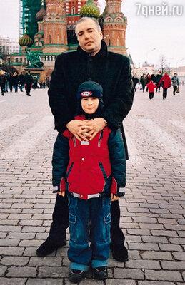«В центре Москвы средь бела дня я бросилась к Равилю в ноги, умоляла вернуться… Несколько метров он проволок меня, одетую в шикарный белый костюм, по асфальту, приговаривая: «Да отцепись ты от меня!»