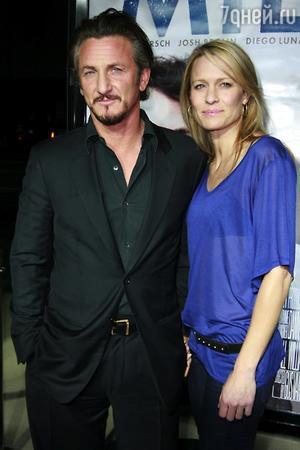 Пенн был в браке со звездой сериала «Санта-Барбара» Робин Райт